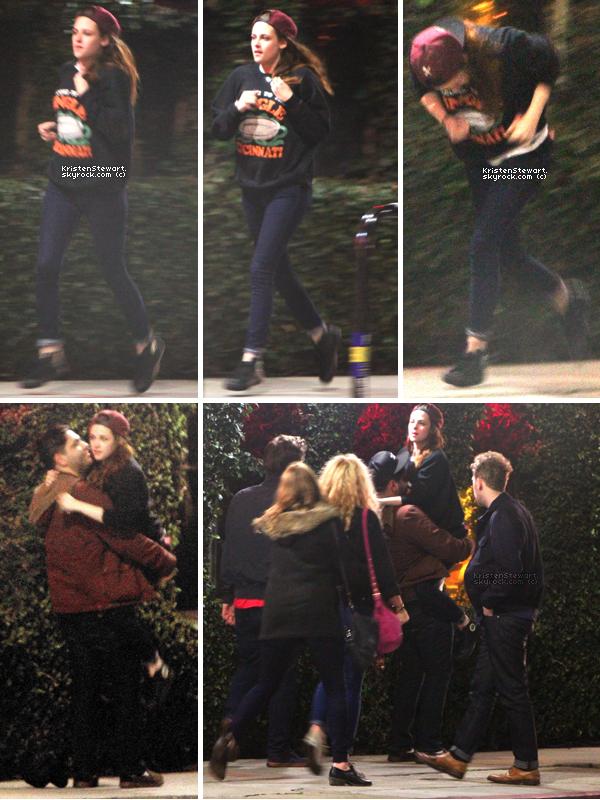 12/02/13- Kristen (toute joyeuse) courait et s'amusait dans Los Angeles avec ses amis. + Elle porte le pull de Rob hihi. Sinon je la trouve trop mignonne avec ses amis, on voit qu'elle les apprécie.